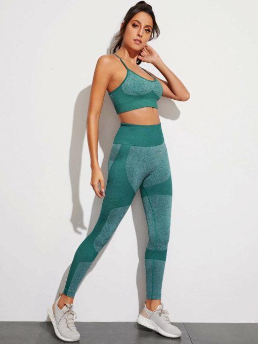 sportlicher-bh-mit-kreuzgurte-und-leggings